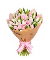 Тюльпаны в крафте с розовой лентой